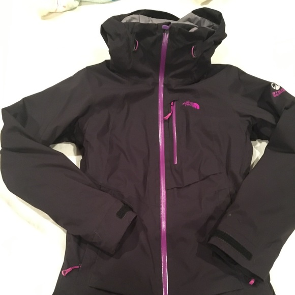 69c98aaeeaf3 North Face WOMEN S NFZ INSULATED JACKET. M 5c259350819e90af02e22f40